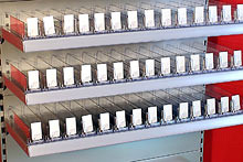 Tegometall Beispiel Fachboden mit Zigarettenpräsentation (Stahlfachboden)